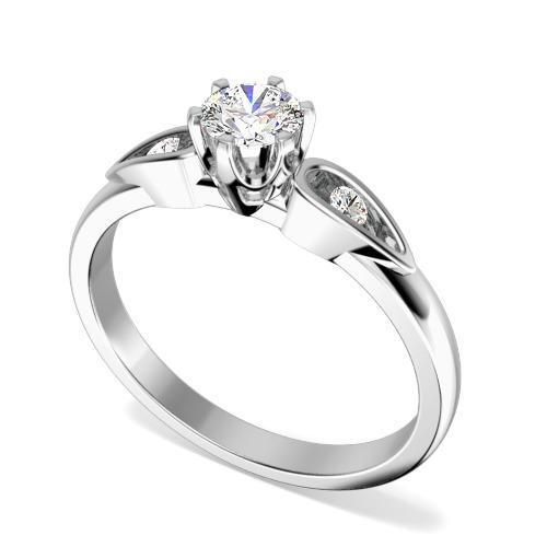 Inel de Logodna Solitaire cu Diamante Mici pe Lateral Dama Aur Alb 18kt cu un Diamant Rotund Briliant in Setare 6-Gheare si 2 Diamante Rotunde Briliant pe fiecare Parte