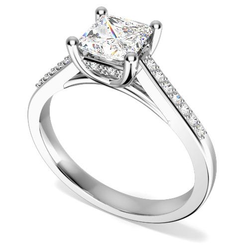 Inel de Logodna Solitaire cu Diamante Mici pe Lateral Dama Aur Alb 18kt cu un Diamant Princess in Centru si Diamante Rotunde Briliant