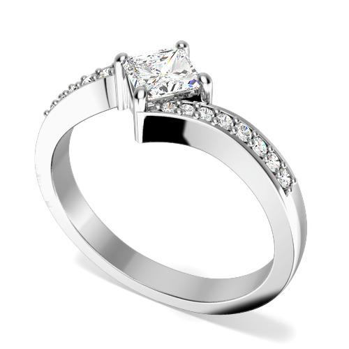 Inel de Logodna Solitaire cu Diamante Mici pe Lateral Dama Aur Alb 18kt cu Diamant Princess in Centru si Diamante Rotund Briliant pe Banda Inelului