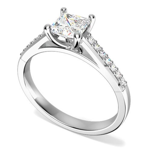 Inel de Logodna Solitaire cu Diamante Mici pe Lateral Dama Aur Alb 18kt cu Diamante Forma Princess & Rotund Briliant in Setare cu Gheare