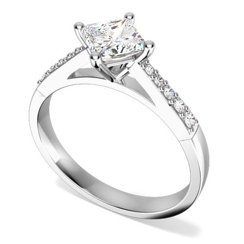 Inel de Logodna Solitaire cu Diamante Mici pe Lateral Dama Aur Alb 18kt cu un Diamant Princess Setat Oblic si Diamante Rotunde pe Lateral