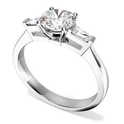 Inel de Logodna cu 3 Diamante Dama Aur Alb 18kt cu un Diamant Central Rotund Briliant si Diamante Bagheta pe Fiecare Parte