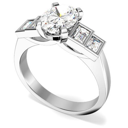 Inel de Logodna cu Mai Multe Diamante Dama Aur Alb 18kt cu 5 Diamante, cu un Diamant Central Oval si Diamante Forma Bagheta pe Margini