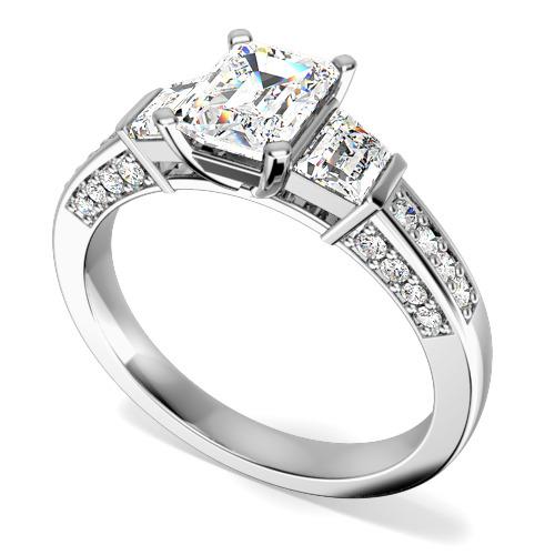 Inel de Logodna cu 3 Diamante Dama Aur Alb 18kt, cu un Diamant Central Taietura Smarald cu 2 Diamante Forma Trapez pe Margini si Diamante Mici Rotund Briliant pe Lateral