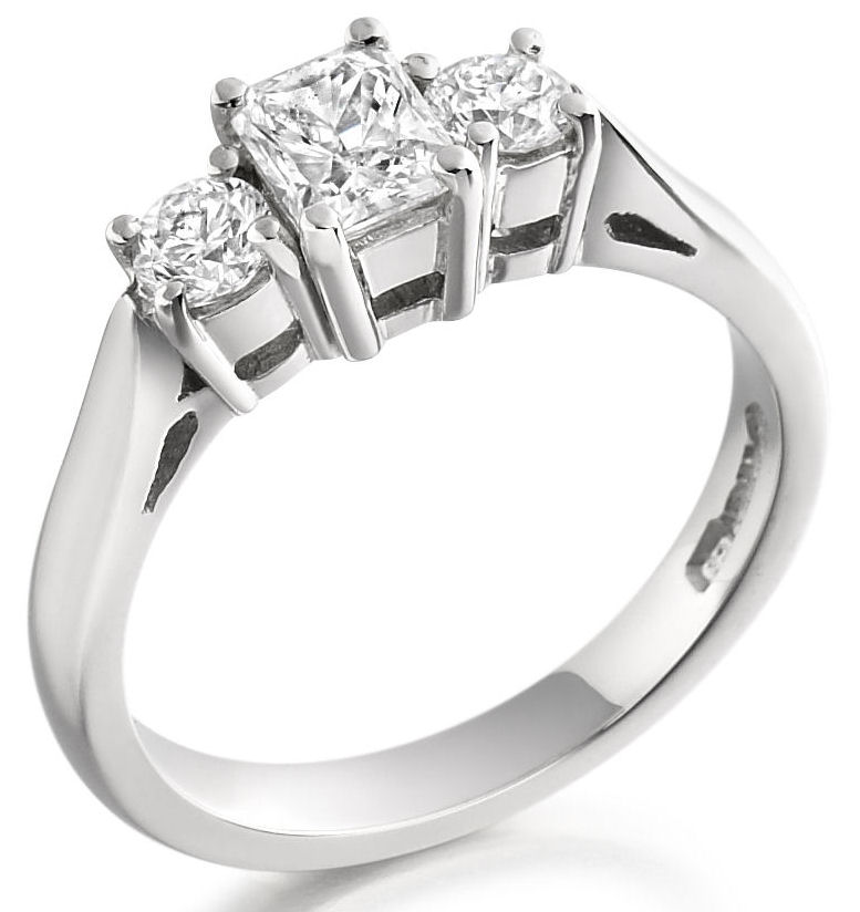 Three Stone Ring/Engagement Ring for women in 18ct white gold with a radiant cut and two round diamonds-img1