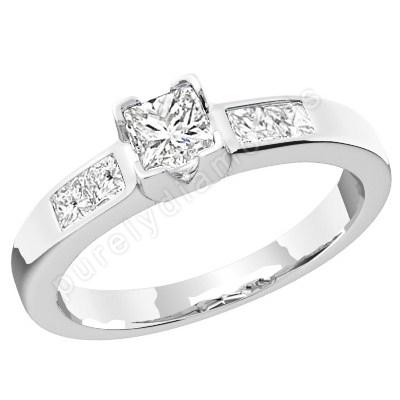 Inel de Logodna Solitaire cu Diamante Mici pe Lateral Dama Aur Alb 18kt cu Diamante Princess in Setare Gheare & Canal-img1