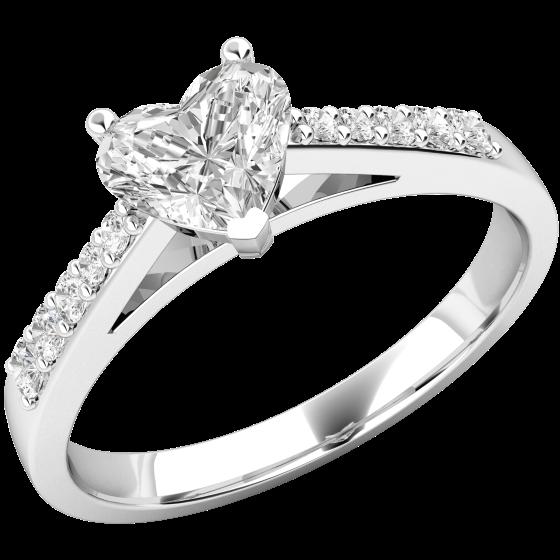 Solitär Verlobungsring mit Schultern für Dame in 18kt Weißgold mit einem Herzschliff Diamanten und runden Brillanten auf den Schultern-img1