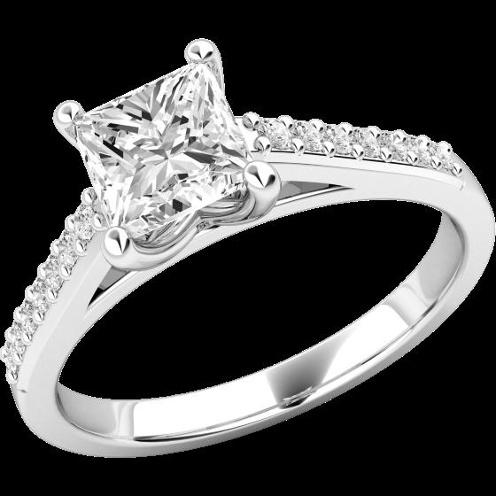 Solitär Verlobungsring mit Schultern für Dame in Platin mit einem Princess Schliff Diamanten und runden Brillanten auf den Schultern-img1