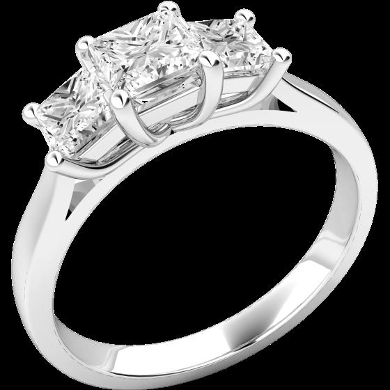 Drei-Steine Ring/Verlobungsring für Dame in Platin mit 3 Princess Schliff Diamanten in Krappenfassung-img1