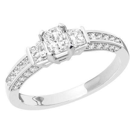 Drei-Steine Ring/Verlobungsring für Dame in 18kt Weißgold mit einem Smaragd Schliff Diamanten mit Trapezschliff Diamanten auf beiden Seiten und Schultern mit Brillanten-img1