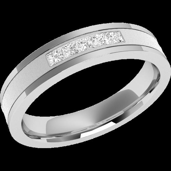 Ehering mit Diamanten für Dame in 18kt Weißgold mit 5 Princess Schliff Diamanten in Kanalfassung, außen flach/innen bombiert, Breite 4mm-img1