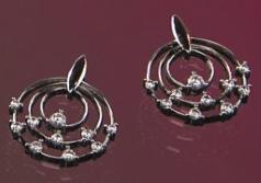 Diamant-Ohrringe in 18kt Weißgold mit 20 runden Brillantschliff Diamanten in Krappenfassung