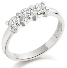 RD001W - 18ct white gold ring with 3 round brilliant cut diamonds