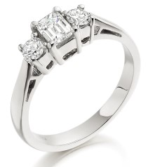 Three Stone Ring/Engagement Ring for women in 18ct white gold with an emerald cut and two round diamonds
