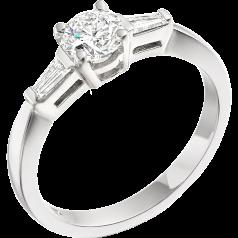 RD095W1 - Inel aur alb 18kt cu un diamant central rotund brilliant si doua diamante taietura bagheta