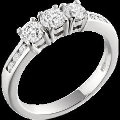 Inel de logodna/Inel cu 3 Diamante Dama Aur Alb 18kt cu 3 Diamante Rotund Briliant si Diamante pe Lateral Setare Gheare & Canal