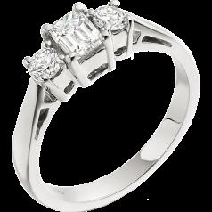 Drei-Steine Ring/Verlobungsring für Dame in 18kt Weißgold mit einem Smaragd-Schliff und zwei runden Brillant Schliff Diamanten