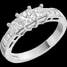 Drei-Steine Ring/Verlobungsring für Dame in Platin mit 3 Princess Schliff Diamanten und Princess Schultern