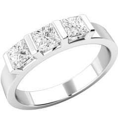 Three Stone Ring/Engagement Ring for women in platin with 3 princess cut diamonds in a bar setting