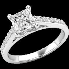 Solitär Verlobungsring mit Schultern für Dame in 18kt Weißgold mit einem Princess Schliff Diamanten und runden Brillanten auf den Schultern