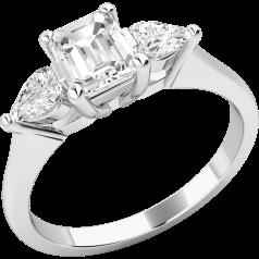 Drei-Steine Ring/Verlobungsring für Dame in 18kt Weißgold mit einem Smaragd Schliff Diamanten und 2 Tropfen Schliff Diamanten in Krappenfassung