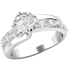 RD546PL - Platinum ring with a central round brilliant cut diamond, and 5 smaller round brilliant cut diamonds on either side.