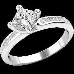 Inel de Logodna Solitaire cu Diamante Mici pe Lateral Dama Aur Alb 18kt cu un Diamant Princess si 11 Diamante Rotund Briliant pe fiecare Parte in Setare Gheare & Canal