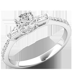 Inel de Logodna cu 3 Diamante Dama Aur Alb 18kt cu Diamant Central Rotund Briliant 2 Diamante Forma Bagheta pe Margini si Diamante Rotund Briliant pe Lateral