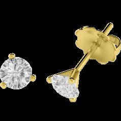 Cercei Tip Stud Aur Galben 18kt cu Diamant Rotund Briliant Setat cu 3 Gheare. In Stoc.