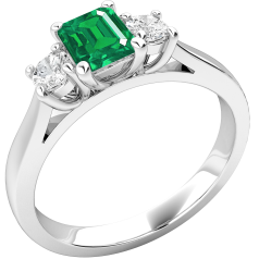 RDM389W - 18kt Weissgold Ring mit einem Smaragd-Schliff Smaragd in der Mitte, mit runden Brillanten auf beiden Seiten