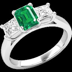 RDM499W - 18kt Weissgold 3 Steine Ring  mit einem Smaragd-Schliff Smaragd in der Mitte, und einem Princess Schliff Diamanten auf beiden Seiten, alle in Krappenfassung