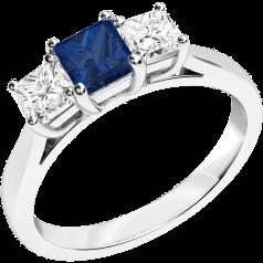 RDS462W - 18kt Weissgold Ring mit einem quadratischen Saphir in der Mitte, und mit einem Princess Schliff Diamanten auf jeder Seite, alle in Krappenfassung