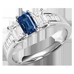 RDS603W-Inel cu Safir si Diamante Dama Aur Alb 18kt cu un Safir si 2Diamante in Forma Smarald in Setare Gheare si Diamante in Forma Bagheta pe Lateral