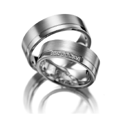 Set de Verighete Aur Alb 14kt cu 7 Diamante Mici Rotund Briliant, Profil Plat cu Finisaj Periat