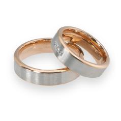 Set de Verighete din Aur Alb si Aur Roz de 14kt cu 3 Diamante Rotund Briliant cu Profil Plat, Finisaj Periat si Margini Lustruite